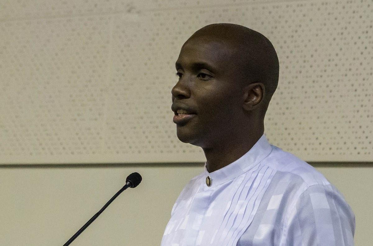 Mnr Amos Ngalimane, lidmaat van die NG gemeente Somerstrand en studenteleier op die kampus van die Nelson Mandela Metropolitaanse Universiteit, reageer op die toespraak van dr Theuns Eloff oor die protesbeweging #feesmustfall.