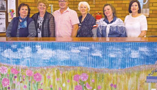 Rensburg help mense blom soos kosmos in die herfs