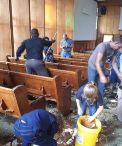 Wat gebeur as die kerk se dak inval?