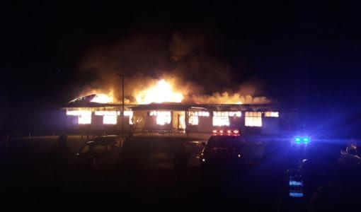 Volksrust: Een dood, talle dakloos toe brand gebou verwoes